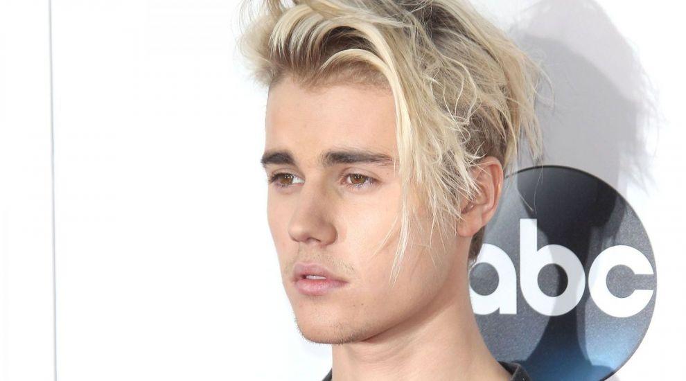 El poate fi sosia lui Justin Bieber:multi spun ca seamana incredibil de tare.Blondul superb care il eclipseaza pe artist
