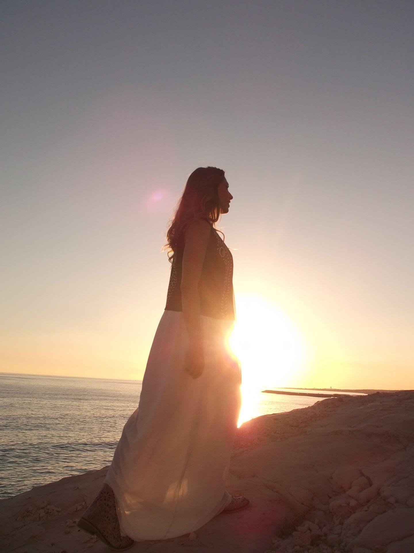 Primele imagini din acest an cu Iulia Vantur la plaja. Cum a reusit frumoasa vedeta sa atraga toate privirile
