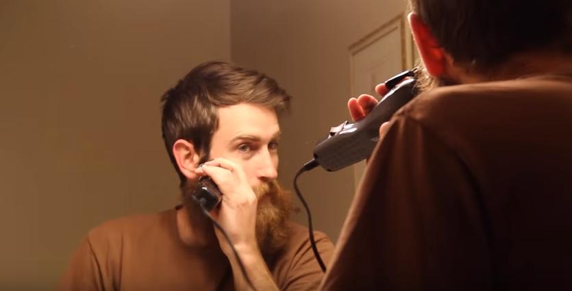 Nu s-a mai barbierit de ani de zile. Reactia mamei cand intra in casa si ii vede noul look - WOW