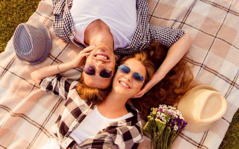Semne ca inca te mai iubeste chiar si dupa atata timp impreuna. Dovada ca sentimentele lui sunt la fel de intense