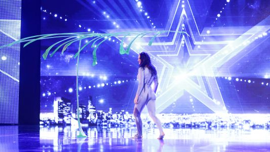Romanii au talent 2016: Diana Valentina Lungu - Acrobatii cu pene de palmier