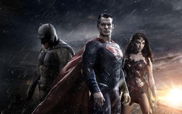 Batman sau Superman? Fotografiile care ii scot pe cei doi din prim-plan. Wonder Woman a stralucit pe covorul rosu