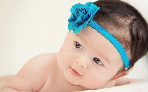 Nume de copii care simbolizeaza frumusetea. Cum sa-ti botezi bebelusul daca vrei sa aiba un nume deosebit