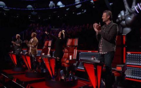 E unul dintre duelurile care vor ramane in istoria show-ului The Voice. Cei patru jurati i-au aplaudat in picioare