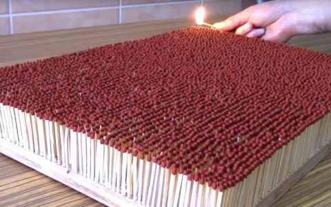 A dat foc la 6000 de bete de chibrit, iar rezultatul este spectaculos. Efectul de domino de neratat