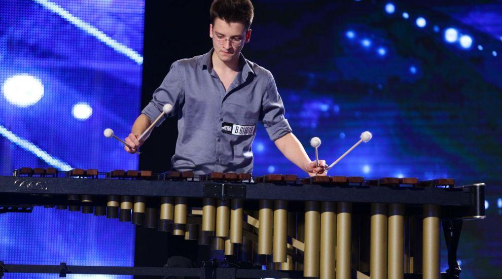A adus pe scena un instrument care a atras privirile tuturor. Juriul i-a multumit pentru reprezentatie