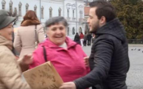 Se lupta cu prejudecatile. Ce a facut un tanar in centrul orasului Cluj. Reactiile oamenilor, de milioane