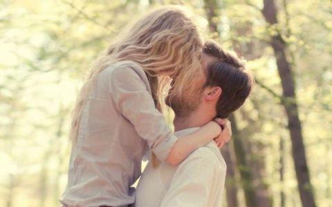 Nu-ti spune  te iubesc , dar tine la tine mai mult decat crezi. Uite cum sa-ti dai seama ca sentimentele lui sunt reale