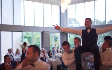 Dansul de nunta pe care ti-l vei aminti mereu. Invitatii au ramas muti de uimire cand au vazut ce se intampla pe ring