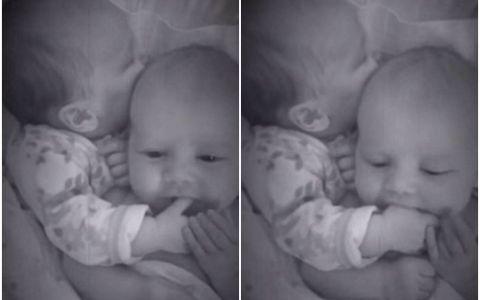 Si-a lasat bebelusii singuri pentru cateva minute, iar camera video a surprins totul. Ce au facut micutii in absenta mamei