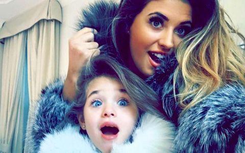 Seamana ca doua picaturi de apa si se mandresc cu ele pe site-urile de socializare: mamici celebre din Romania si fiicele lor superbe