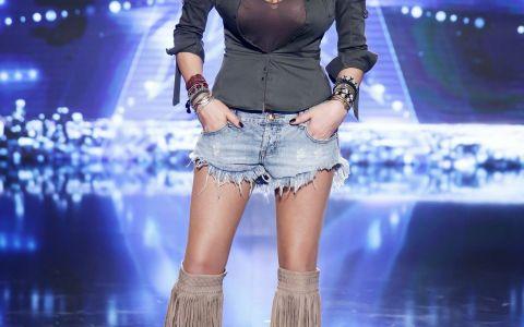 Putine femei arata atat de bine in blugi. 7 perechi de jeansi in care Mihaela Radulescu a facut furori pe retelele de socializare