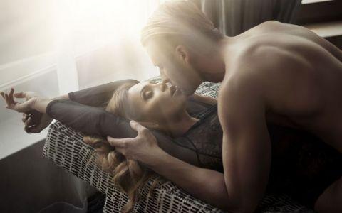 Cum sa il seduci cu un sarut. Lucruri incitante pe care ar trebui sa le incerce orice femeie