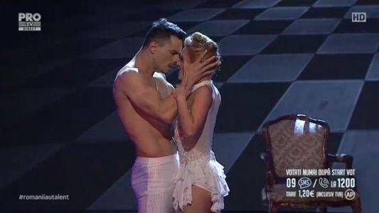 Romanii au talent 2016 - Semifinala 1: Cris&Lori - Dans acrobatic