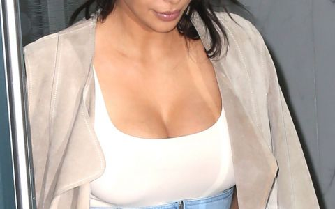 Kim Kardashian, aparitie sexy alaturi de sotul ei. Cum arata vedeta intr-o fusta extrem de scurta