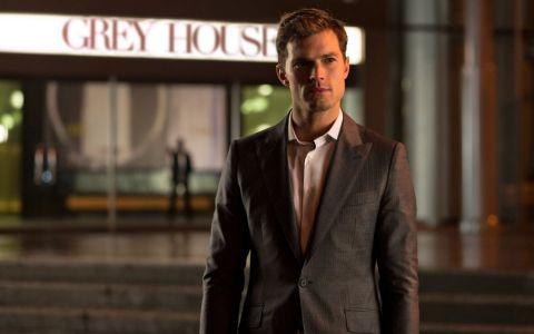 Cele mai noi imagini cu Jamie Dornan din culisele  Fifty Shades of Grey . Ipostazele asteptate de toate fanele