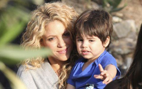 Shakira, sexy intr-o tinuta casual. Detaliul care a transformat o aparitie banala intr-una extrem de chic