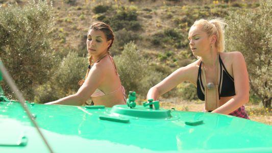 Sorana Darclee si Maria Constantin au spalat masina negustorului