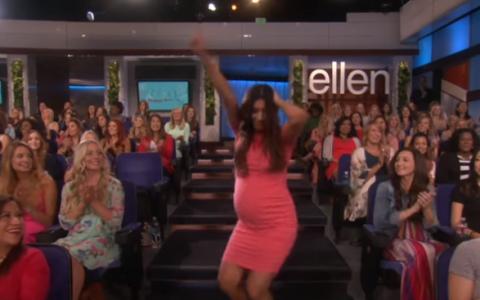 Este insarcinata, dar acest lucru nu a impiedicat-o sa danseze in direct la tv. Filmuletul este viral