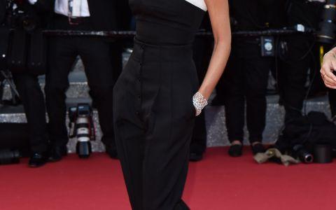 Victoria Beckham, cu umerii goi pe covorul rosu de la Cannes. Cum a reusit sa atraga toate privirile