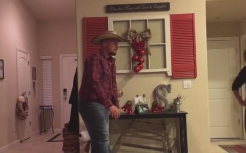 Si-a surprins fiica dansand in fata camerei, iar reactia lui este acum virala. Imaginile care i-au cucerit pe toti