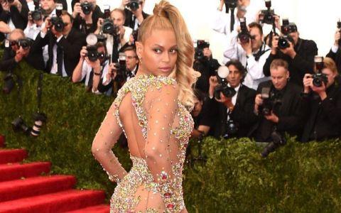 Si-a facut o rochie identica cu cea a lui Beyonce, iar internautii au devenit obsedati de ea. Cum arata creatia care face senzatie