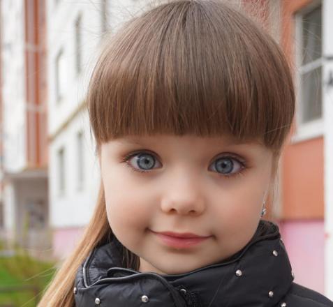 Sa fie ea cea mai frumoasa fetita din lume? Are numai 5 ani, dar deja a cucerit retelele de socializare