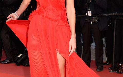 Aparitie spectaculoasa pentru Rosie Huntington-Whiteley la Cannes. Cat de frumoasa a fost logodnica lui Jason Statham