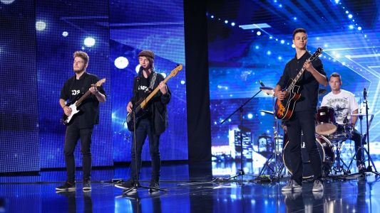 Romanii au talent 2016: 3,14ta si Band Over - Interpreteaza piesa Drink the water