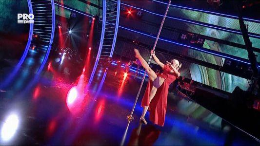 Romanii au talent 2016 - Semifinala 4: Yeva Shiyanova - moment artistic la bara