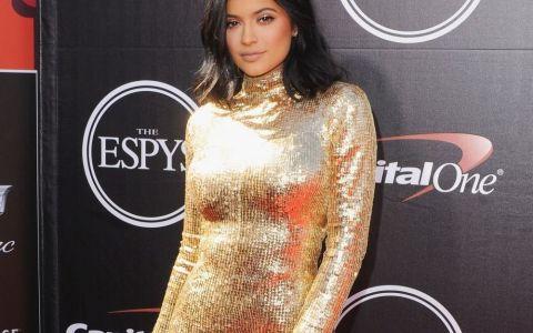 Pozele pentru care Kylie Jenner e considerata regina internetului. Top 12 imagini cu mezina familiei Kardashian-Jenner