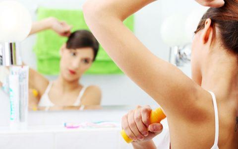 Ai incercat pana acum sa folosesti deodorant pe fata? 3 utilizari miraculoase ale deodorantului pe care nu le stiai