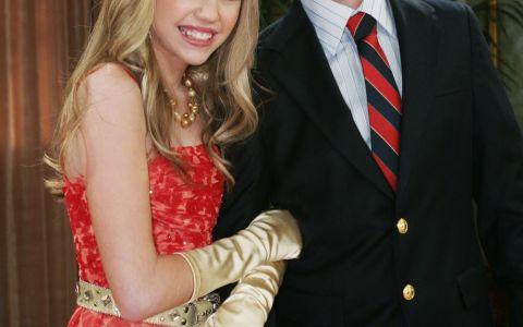 Transformare remarcabila pentru fratele lui Miley Cyrus din Hannah Montana. Cum arata Jackson si cine e iubia lui