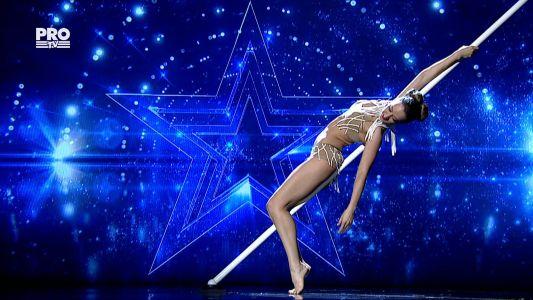 Romanii au talent 2016 - Finala: Nadia Budurusi -     Dans la bara
