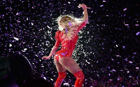 Asa arata formele unei femei adevarate: Beyonce, in cele mai sexy costume de scena! Cum a aparut in cel mai recent concert