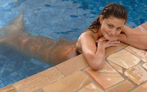 Phoebe Tonkin, alaturi de iubitul ei. Cum a fost surprinsa Cleo din H2O: Just Add Water la plimbare