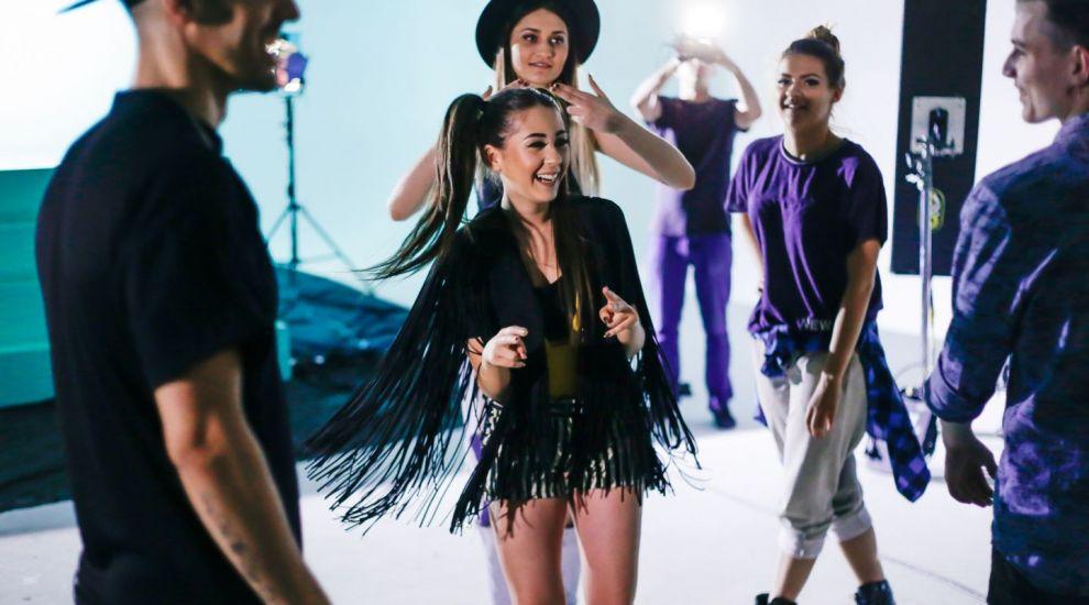 """E cea mai HOT colaborare a verii?Nicole Cherry si Connect-R lanseaza piesa si videoclipul """"Se poarta vara"""" - VIDEO"""