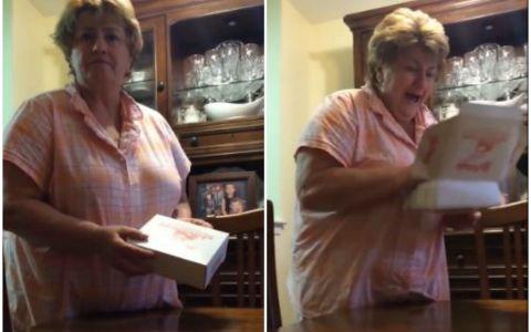 O mama a primit o cutie cu prajituri si s-a grabit sa o deschida. Reactia ei cand a realizat ce se ascunde de fapt in interior