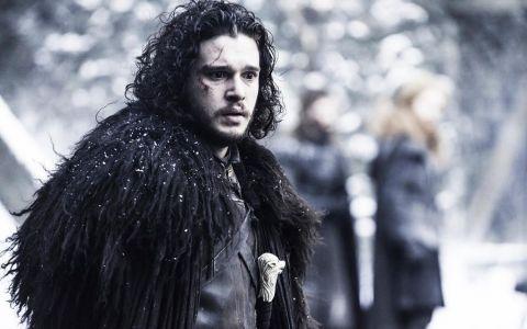 El este omul momentului: toata lumea vorbeste despre el! Vezi transformarea lui Kit Harington de la debutul in Game of Thrones pana in prezent