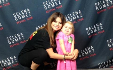 Ce a facut Selena Gomez pentru o fetita de 7 ani, care se lupta cu o boala rara. Dovada ca artista isi respecta toti fanii