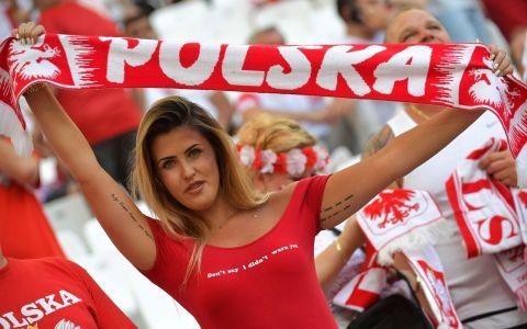 GALERIE FOTO Imagini cu cele mai infocate sustinatoare din tribunele de la UEFA Euro 2016 trade;