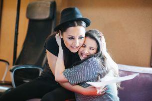"""Andra si Mara Pruna, fosta concurenta de la """"Romanii au talent"""", au lansat videoclipul piesei """"Sweet Dreams"""" - VIDEO"""