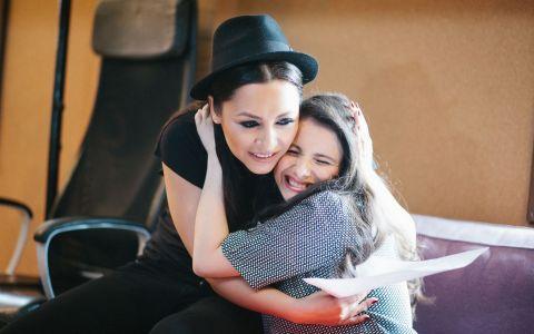 Andra si Mara Pruna, fosta concurenta de la  Romanii au talent , au lansat videoclipul piesei  Sweet Dreams  - VIDEO