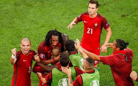 Portugalia este prima semifinalista UEFA Euro 2016 trade;!
