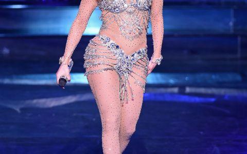 Jennifer Lopez, imbracata intr-o pereche extra mulata de colanti. Cum arata, de fapt, coapsele artistei