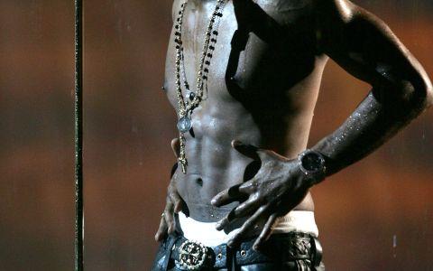 Ipostazele tandre in care s-au lasat fotografiati Usher si sotia lui. Cum arata femeia care l-a cucerit pe celebrul artist