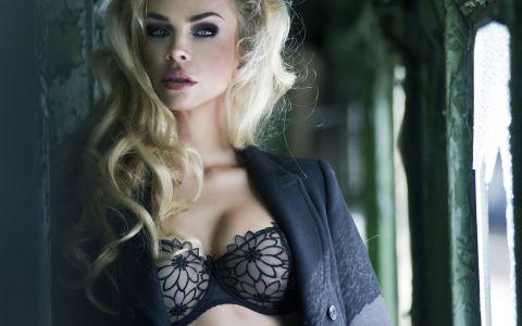 12 de lucruri de care femeile sunt obsedate, dar de care barbatilor nu le pasa. Ce (NU) e cu adevarat important pt ei