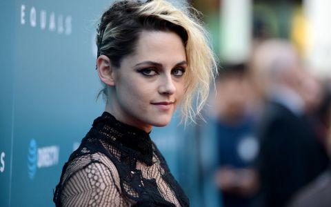 Kristen Stewart, sexy intr-o rochie transparenta. Cum s-a imbracat la un eveniment monden