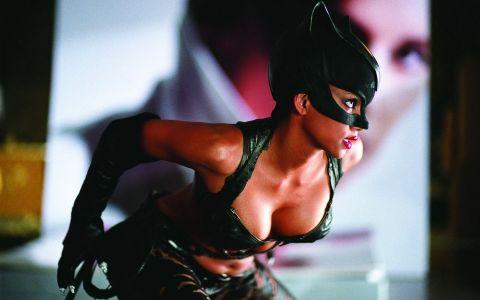 Halle Berry, corp spectaculos la aproape 50 de ani! Cat de bine arata Femeia Pisica in costum de baie