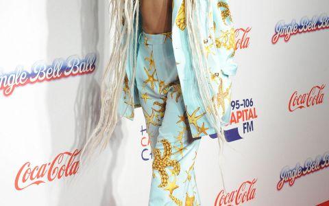 Lady Gaga, in costum de baie. Cum arata corpul artistei atunci cand renunta la hainele extravagante